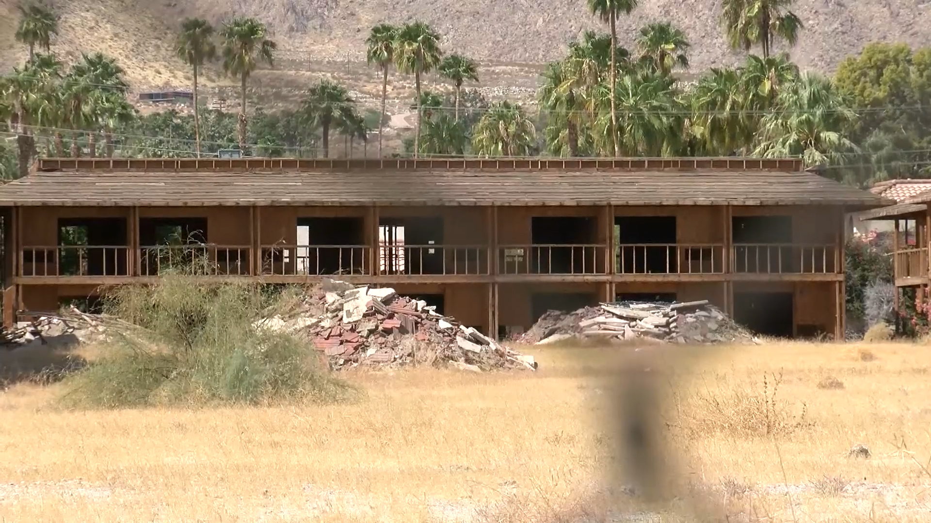 Incomplete Tova Hotel project in downtown Palm Springs could be torn down - KESQ